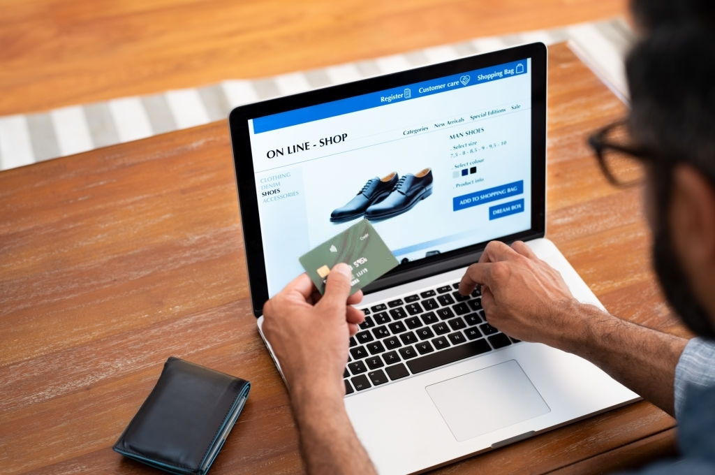 Buy Clothing Online – The Pros of Buying Clothing Online.
